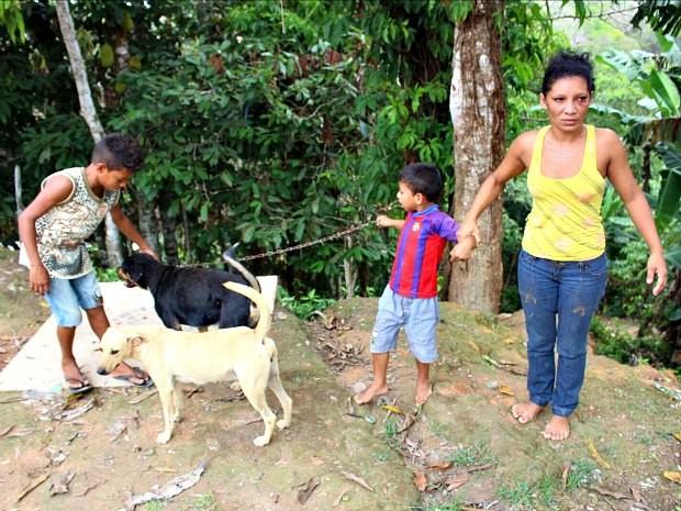 Mãe de Calebe acionou polícia e conselho tutelar após desaparecimento do menino (Foto: Marilene Silva / Rede Amazônica)