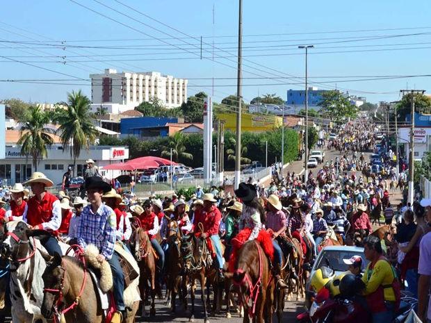 Evento reúne cavaleiros, amazonas, comitivas, tropeiros e carreiros de carros de bois, vindos da região Sul  (Foto: Assessoria/Divulgação)