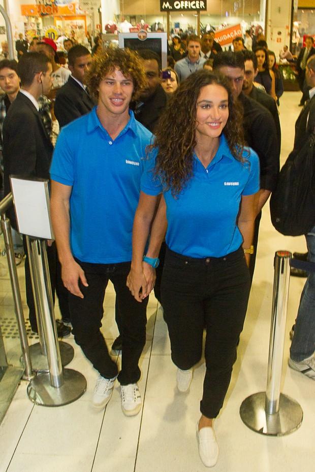 Débora Nascimento e José Loreto participaram de evento da Samsung (Foto: Amauri Nehn/Fotorio News)