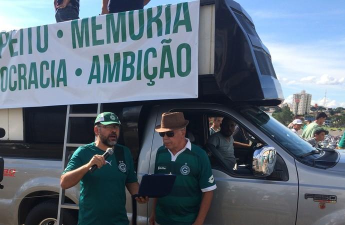 Protesto - torcida do goiás (Foto: Fernando Vasconcelos / Globoesporte.com)