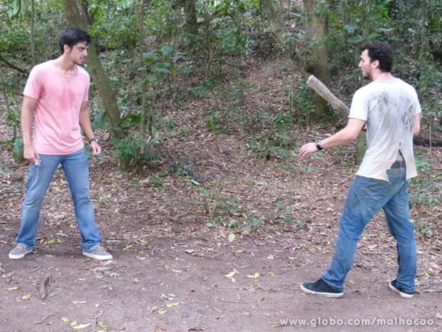 Momentos de tensão! O Bruno vai encontrar com o Sal, glr! E vai rolar fight! (Foto: Malhação / Tv Globo)