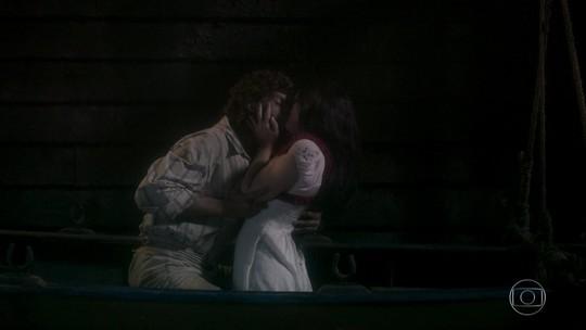 Novo Mundo: reveja o primeiro beijo de Joaquim e Anna!
