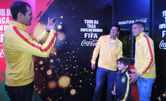 Muriel Gilberto índio taça copa do mundo (Foto: Eduardo Deconto/GLOBOESPORTE.COM)