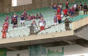 """Chateado após ver briga em estádio, técnico solta: """"Não levaria meus filhos"""""""