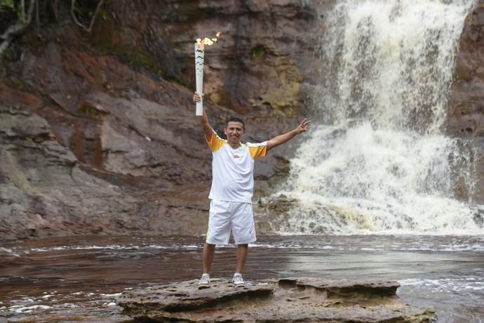 Cachoeiras Tocha chama olímpica Manaus Amazonas revezamento (Foto: Valdo Leão/Secom)