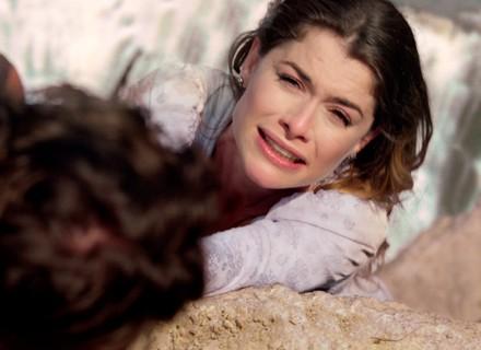 Lívia fica à beira da morte com Felipe e implora ajuda a Pedro