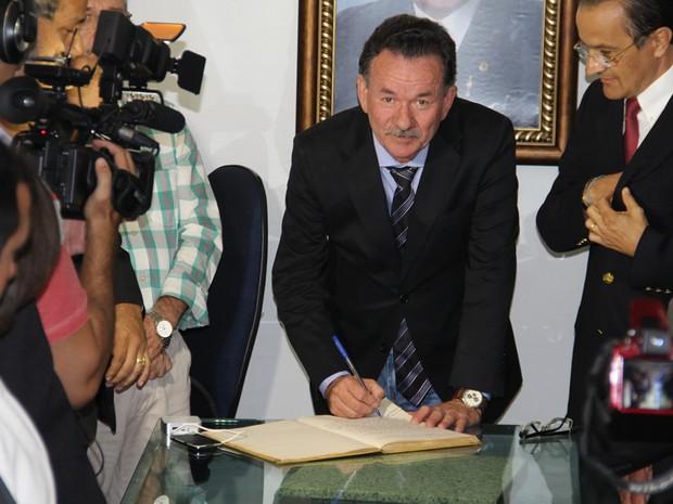 Vice assume após afastamento do prefeito eleito Raimundo Macedo (PMDB) (Foto: Prefeitura de Juazeiro do Norte/Divulgação)