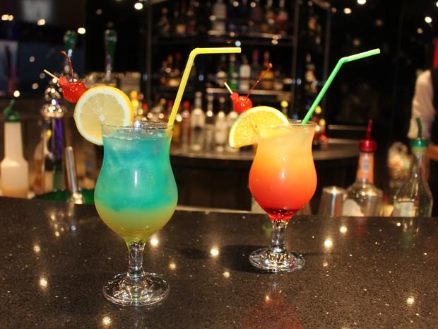 Drinks alcoólicos ideais para o verão: o Sex on the Beach e o MSC Blue and Blue (Foto: Mariane Rossi/G1)