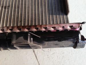 radiador com mancha de vazamento (Foto: Denis Marum/G1)