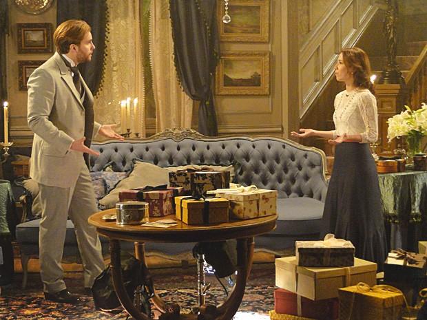 Laura e Edgar tem uma briga feia no primeiro dia de casados (Foto: Lado a Lado / TV Globo)
