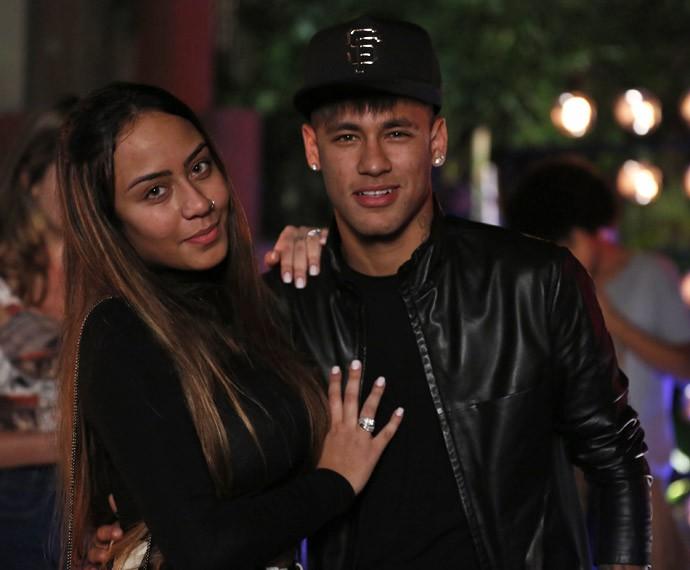 Neymar posa ao lado da irmã nos bastidores da gravação (Foto: Ellen Soares / Gshow)