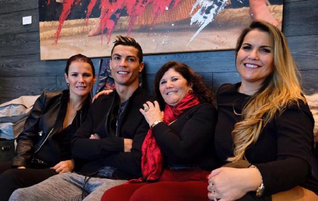 Cristiano Ronaldo em família antes de prêmio da Fifa