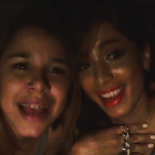 Anitta (dir) e uma amiga (Foto: Reprodução/Instagram)
