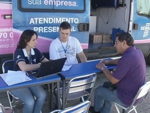 Profissionais do Sebrae orientam microempreendedores em Marília (Foto: Reprodução/TV TEM)