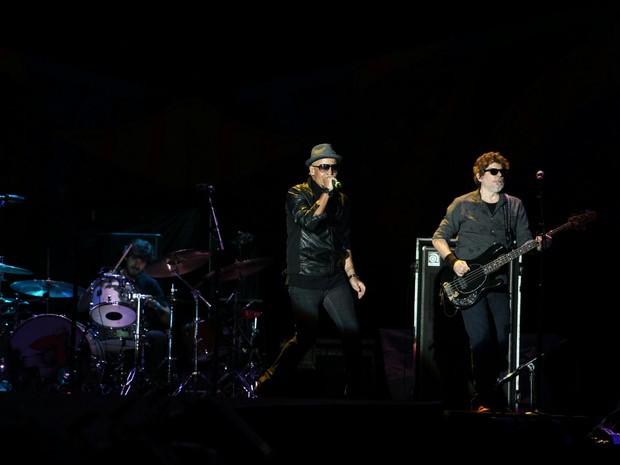 Sérgio Britto canta para o público do show do Titãs, que abrem para os Rolling Stones em São Paulo (Foto: Marcelo Brandt/G1)