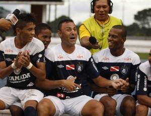 Fábio Oliveira comemora o gol diante do Águia com o 'Para a nossa alegria!' (Foto: Tarso Sarraf/O Liberal)