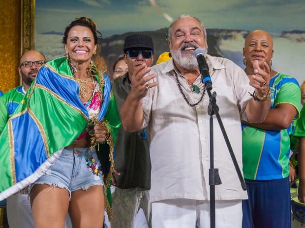 Antoninho vibra ao dar a notícia (Foto: Artur Meninea/ Gshow)