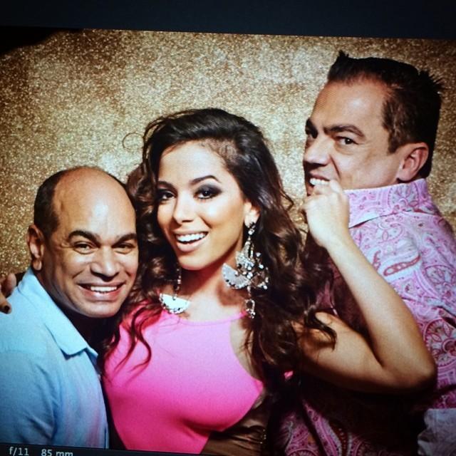 Anitta com Marco Antônio de Biaggi e Kaká Morais (Foto: Reprodução/Instagram)