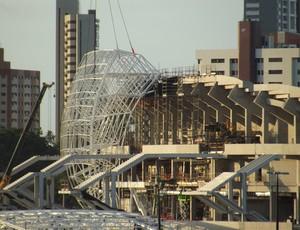 Cobertura metálica da Arena das Dunas, em Natal, começa a ser instalada (Foto: Jocaff Souza)
