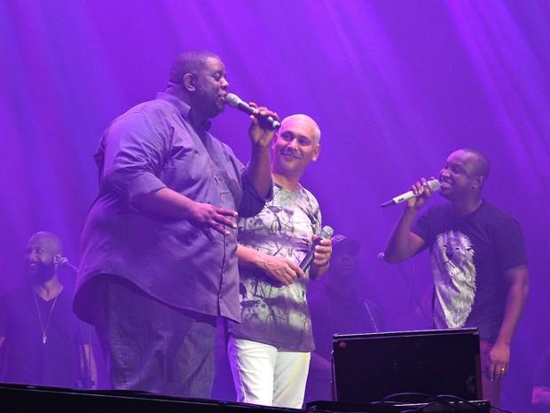 Trio relembrou sucessos das gerações do Exaltasamba (Foto: Indiara Bessa/G1 AM)