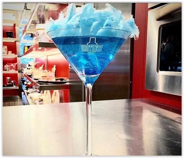 Cirque Bleu: o toque de irreverência fica por conta do algodão doce (Foto: Instagram @brothersbarsp)