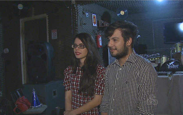 Os empreendedores Nareza e Gerson falam sobre o sucesso da produtora de festas (Foto: Reprodução TV Acre)