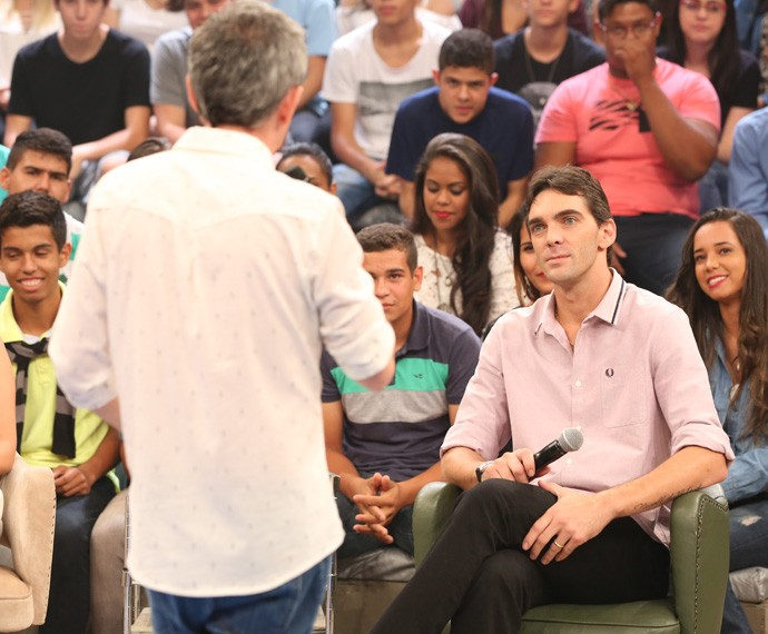 Serginho Groisman entrevista Giba no Altas Horas (Foto: Carol Caminha/Gshow)