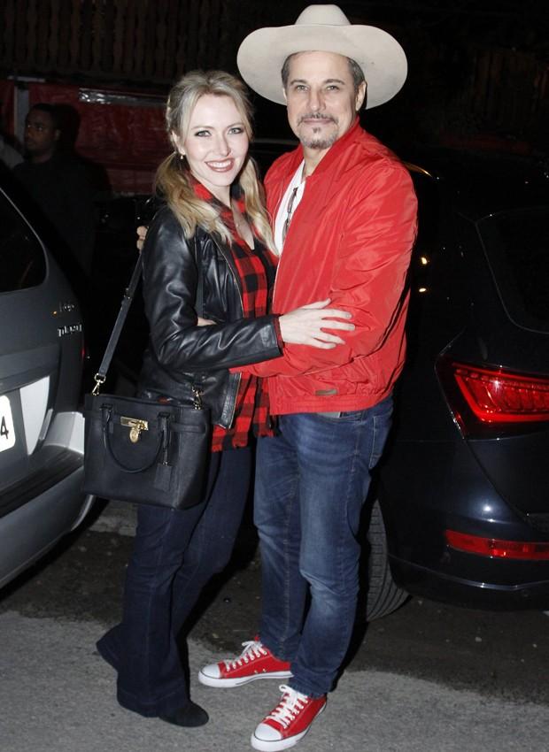 Edson Celulari e a namorada, Karen Roepke (Foto: Thyago Andrade/Brazil News)