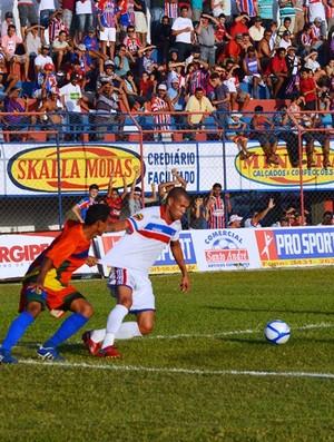 Valdson foi um dos grandes nomes do Itabaiana no jogo (Foto: Felipe Martins/GLOBOESPORTE.COM)