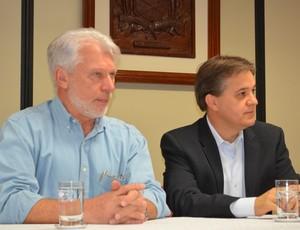 Itamar Coppio, vice-prefeito, e Carlinhos Almeida, prefeito de São José dos Campos  (Foto: Danilo Sardinha/Globoesporte.com)