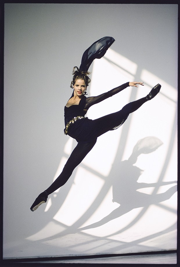 Royal Ballet star Darcey Bussell in mid-flight (Foto: ARTHUR ELGORT)