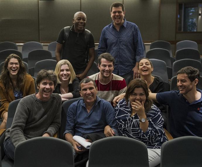 Elenco do 'Tomara Que Caia' se reúne com diretores (Foto: Globo/Caiuá Franco)