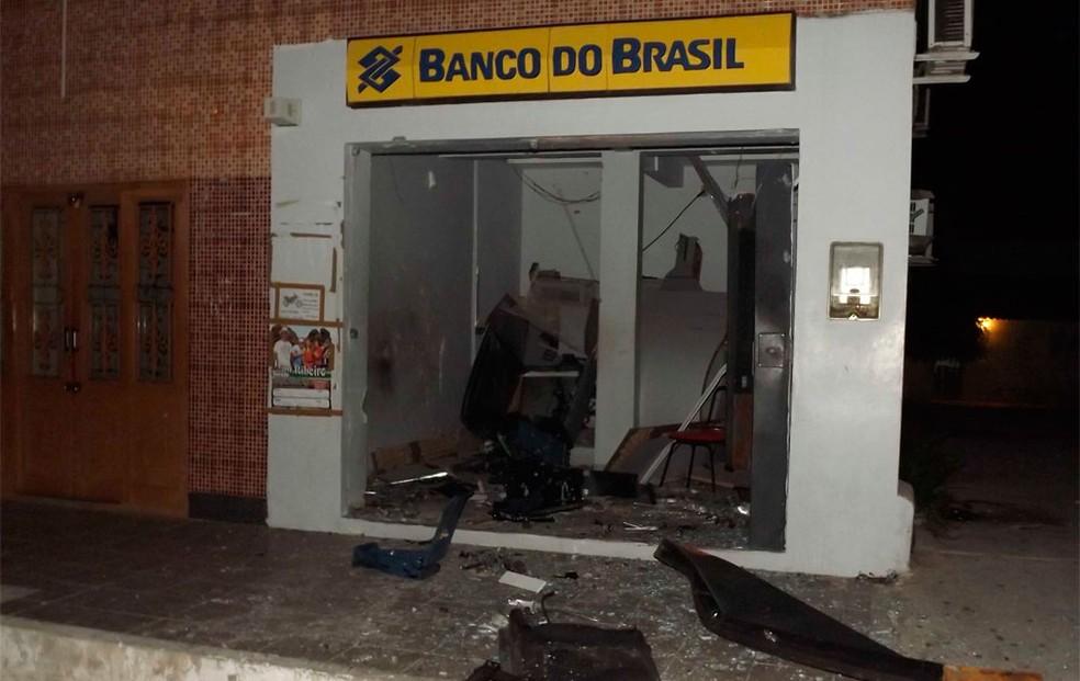 Suspeitos seriam responsáveis por ataques a bancos e agências dos Correios  (Foto: Gelli Maia)