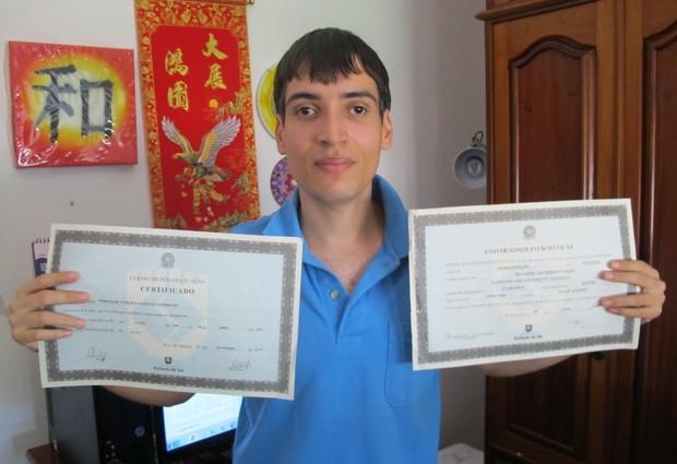 Christian Guerrato, de 28 anos, tentou por três anos uma colocação profissional sem participar da lei de cotas. E só conseguiu um emprego quando fez uso da lei. (Foto: Cristiane Cardoso / G1)