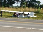 Avião monomotor pousa em acostamento de rodovia após pane