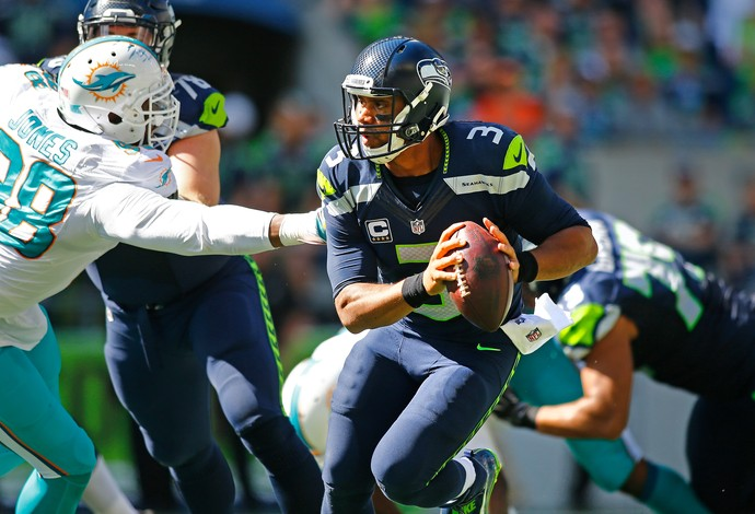 O quarterback Russell Wilson foi bem na vitória do Seattle Seahawks sobre o Miami Dolphins (Foto: Getty Images)