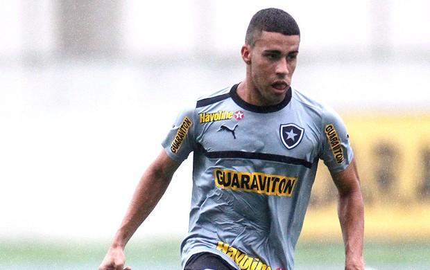 Gabriel treino Botafogo (Foto: Guito Moreto / Agência O Globo)