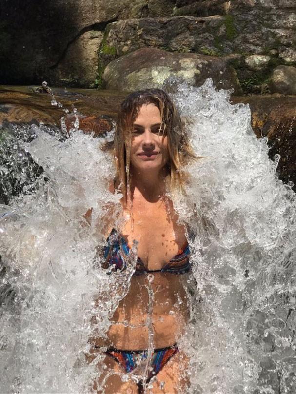 Para deixar a pele bonito, bebe alguns litros de líquidos, como água, suco verde e água de coco. Além disso, usa protetor solar sempre, contou  (Foto: Acervo pessoal)