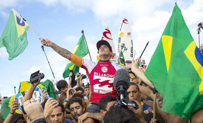 Gabriel Medina, taça, surfe, Pipeline (Foto: EFE)