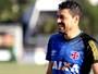 Eder Luis volta, e Jorginho relaciona 22 jogadores para pegar o Fluminense