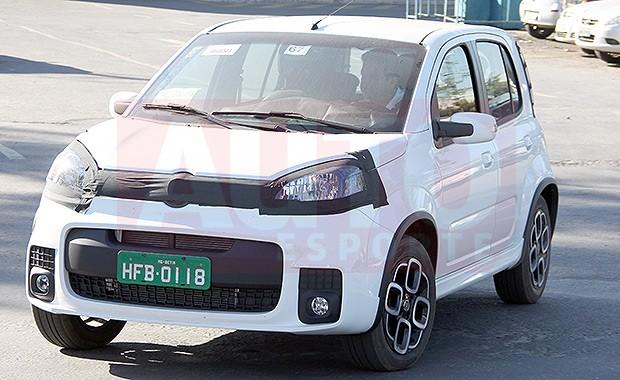 Fiat Uno Sporting flagrado (Foto: Marlos Ney Vidal/Autoesporte)