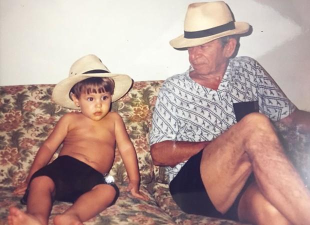 Bruno Guedes e o avô, Valdir (Foto: Arquivo pessoal)