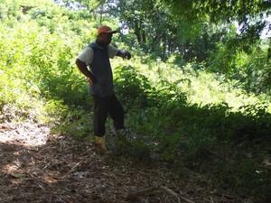 Um agricultor encontrou o idoso no rio. (Foto: Renato Freitas/Blog Adilson Ribeiro)