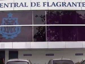 Organizador do evento foi levado para a Central de Flagrantes, em Salvador, Bahia (Foto: Reprodução/ Tv Bahia)