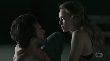 Sergio afirma para Bruna que não tem nenhum relacionamento amoroso fora do presídio