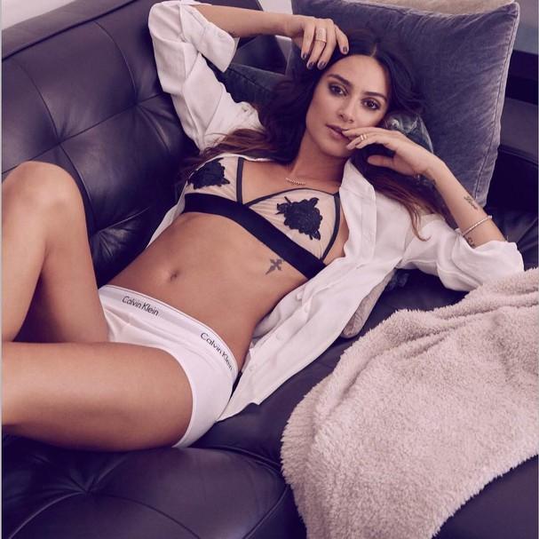 Thaila Ayala de cueca e sutiã (Foto: Reprodução/Instagram)