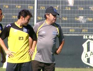 Gilson Kleina comanda treino da Ponte Preta (Foto: Reprodução EPTV)