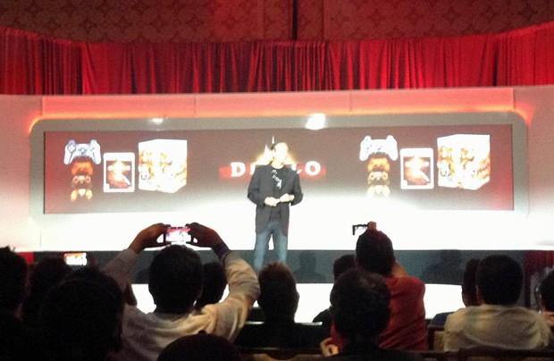 'Diablo III', além de ser traduzido no Brasil, terá controles Dualshock 3 personalizados vendidos em pacotes com o jogo (Foto: Gustavo Petró/G1)