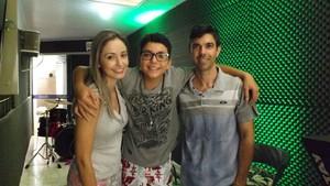 Wagner Barreto do The Voice Kids com produtor e fonoaudióloga (Foto: Arquivo pessoal)