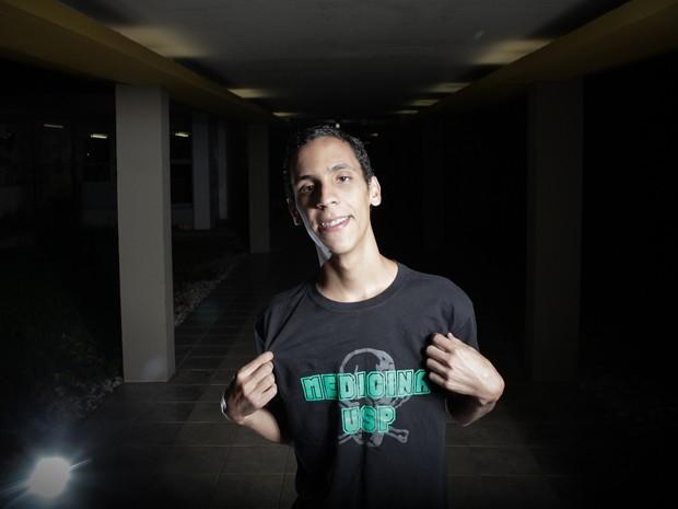 Pablo Rodrigo Andrade da Silva já começou a cursar medicina na USP (Foto: Caio Kenji/G1)